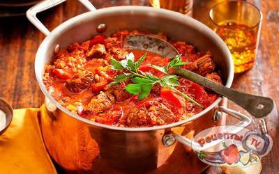 Гуляш по–венгерски из говядины по классическому рецепту